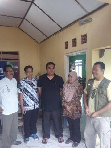 Wakil Bupati Blora bersama MDMC dan perangkat desa setempat