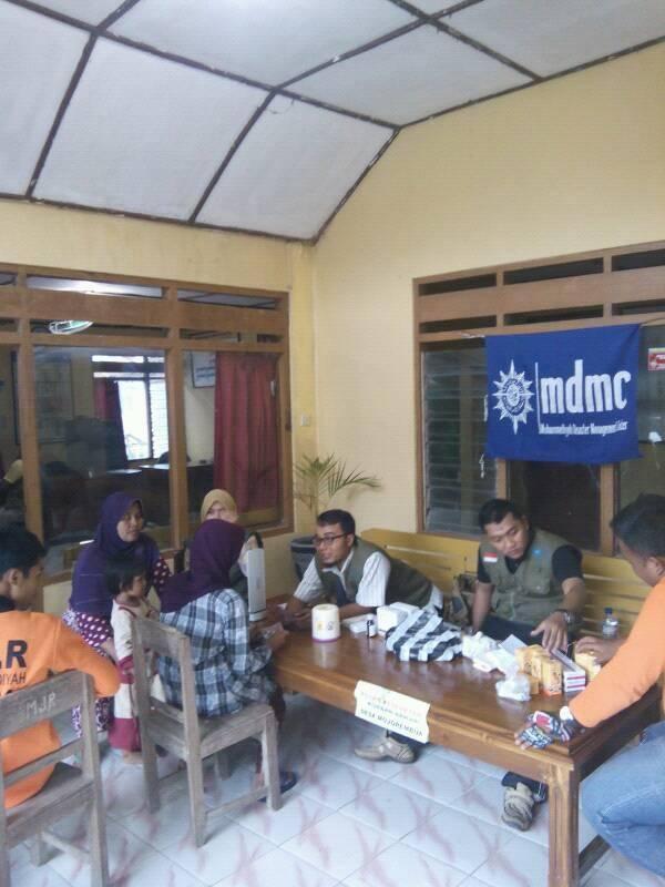 Pengobatan di Balai Desa Mojorembun
