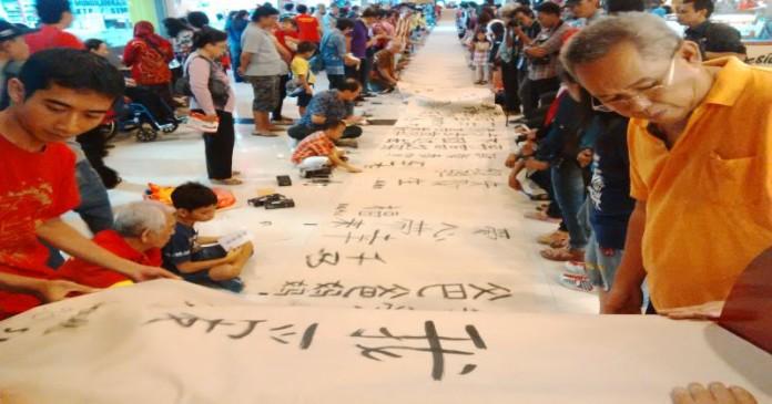 Hari ini, Kaligrafi Huruf Cina Pecahkan Rekor Muri