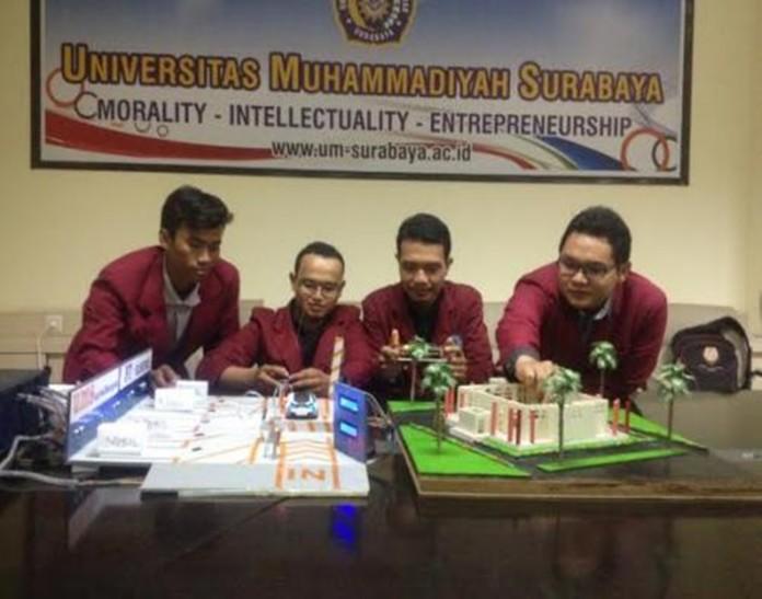 Mahasiswa UM Surabaya Memamerkan Desain Karyanya, Foto: Berita Jatim