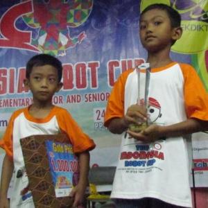 Kakak Beradik yang meraih Juara 1 Se-Indonesia