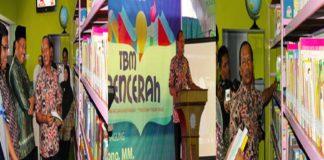 Wabup Tulungagung saat meresmikan Taman Baca Sang Pencerah