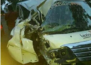 mobil lazismu kecelakaan istri sekretaris muhammadiyah purworejo meninggal sang pencerah. Black Bedroom Furniture Sets. Home Design Ideas