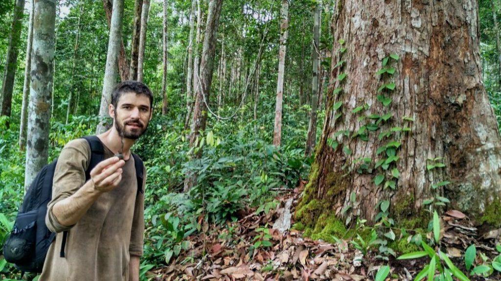 Bernart Capilla, Co Director Borneo Nature Foundation (BNF), organisasi yang sering melakukan penelitian satwa liar di Kalimantan pun melakukan studi di hutan pendidikan ini. Foto: Indra Nugraha