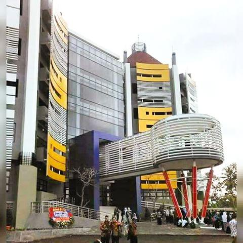 The Titanium Building, SMK Mutu tampak depan